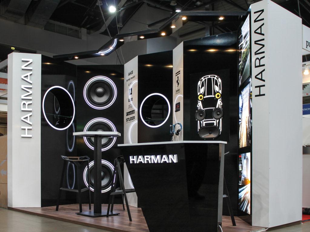 Installációs stand Harman