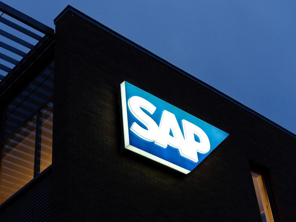 SAP világító reklámfelirat