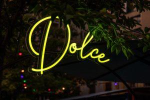 led neon világítás piazza budapest kiosk bepro felirat reklám